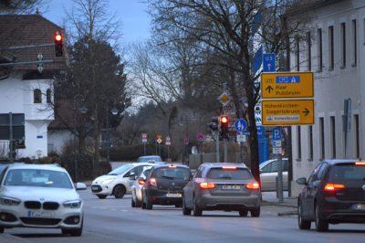 Verkehr Dorfplatz Hohenbrunn (Foto: Pia Schmidhuber)